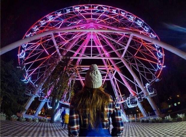 колесо обозрения ночью в казани